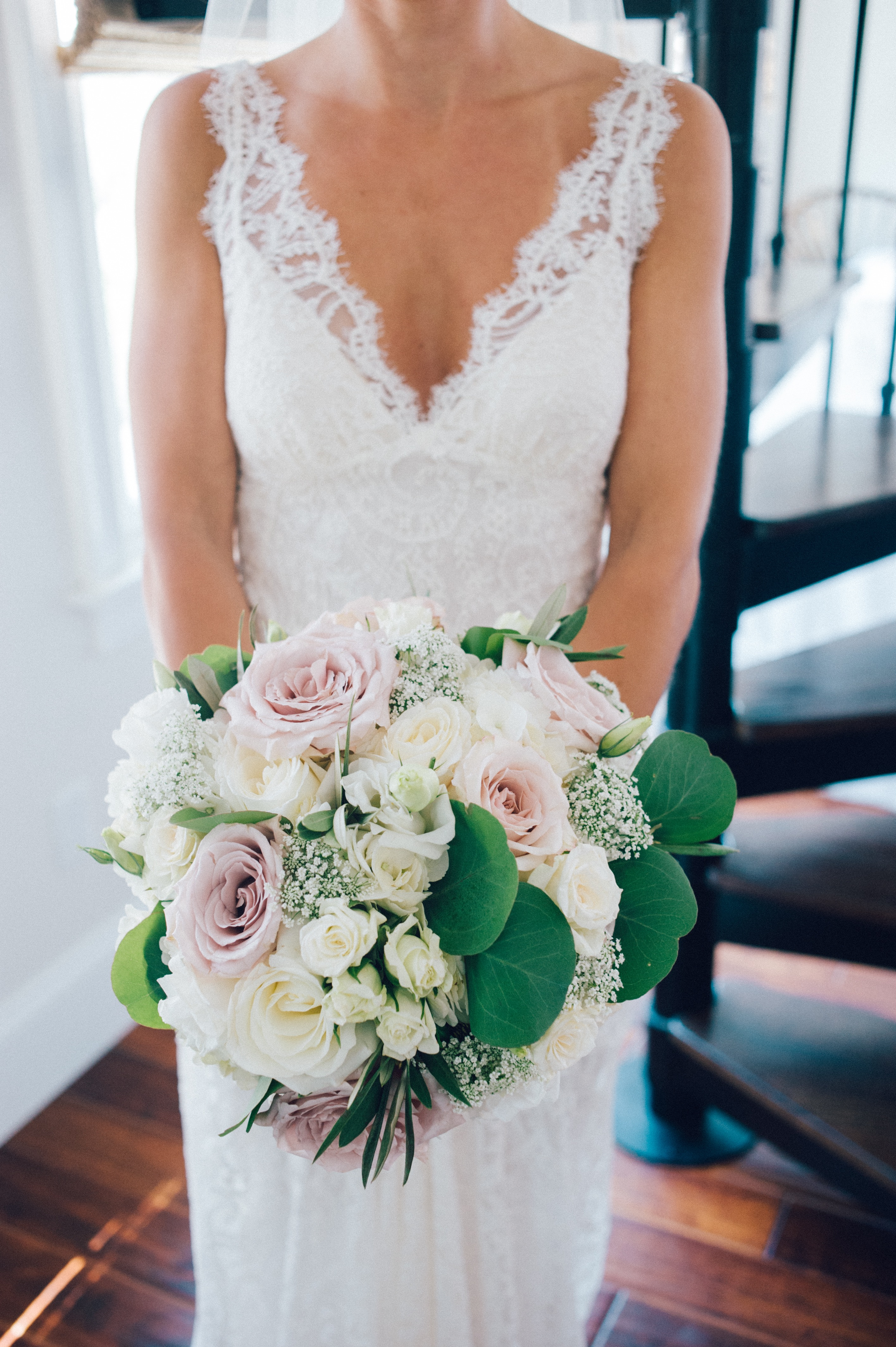 flou(e)r_specialty_floral_events_wedding_bouquet