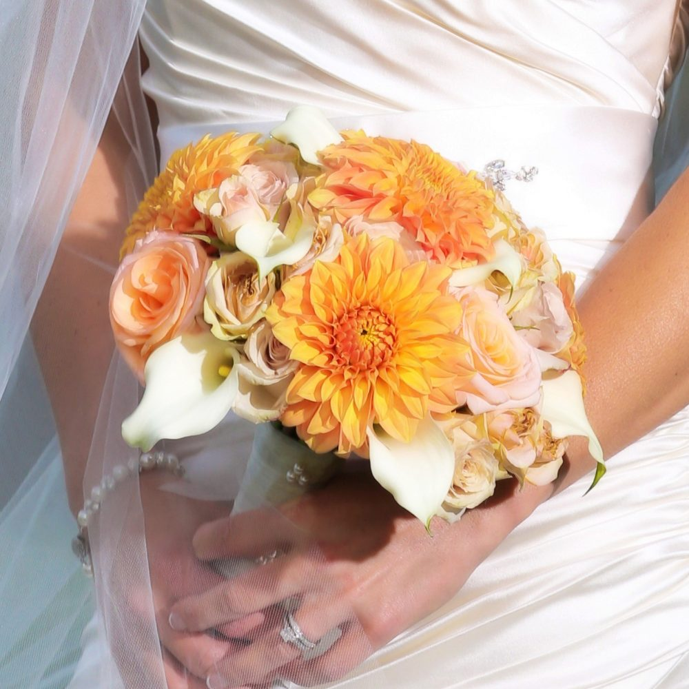 flou(-e)r-specialty-floral-events-fall-dahlia-bouquet