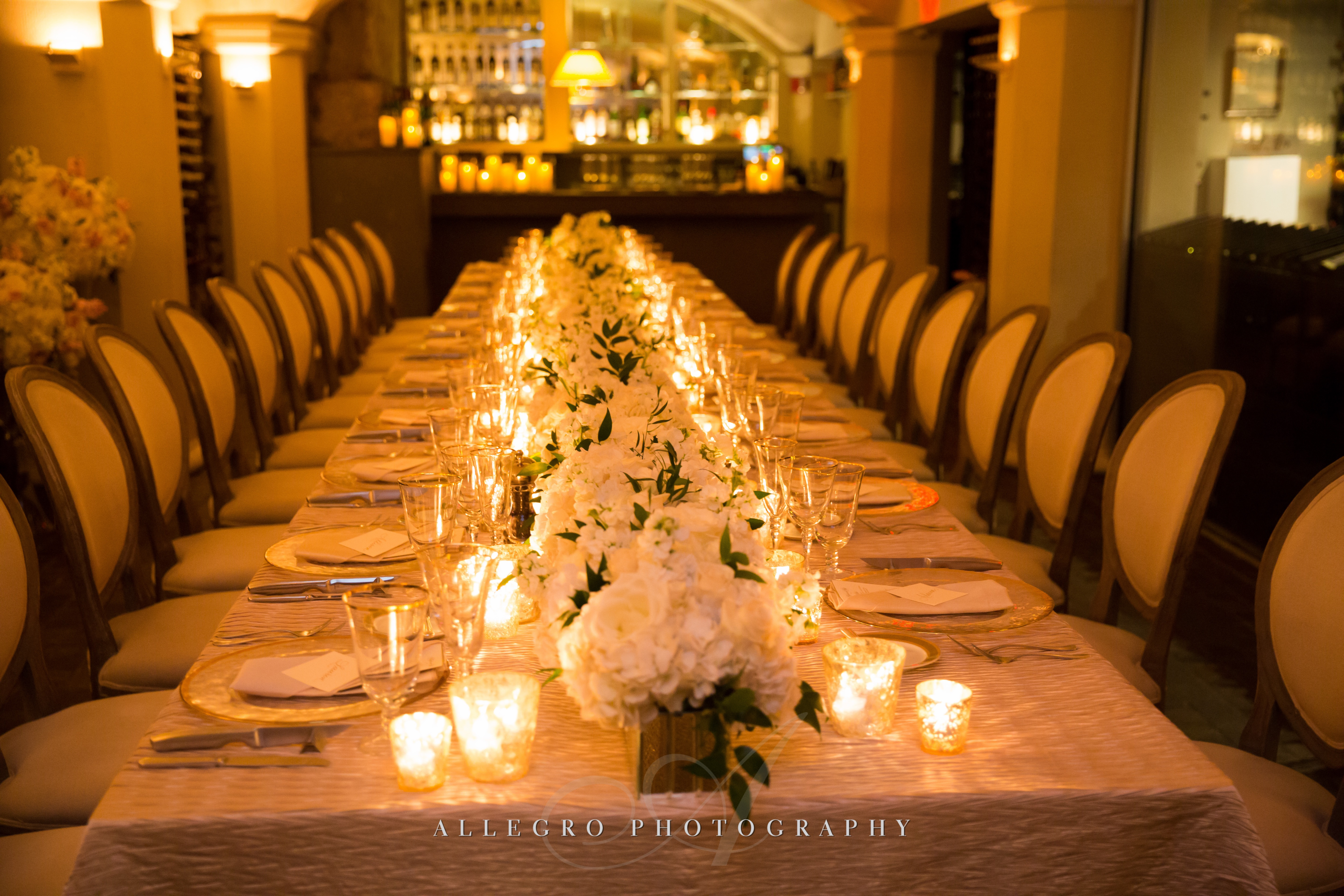 flou(-e)r_specialty_floral_events_allegro_photography_candlelight_wedding_reception