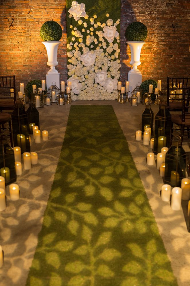 flou(-e)r_specialty_floral_events_candles_aisle