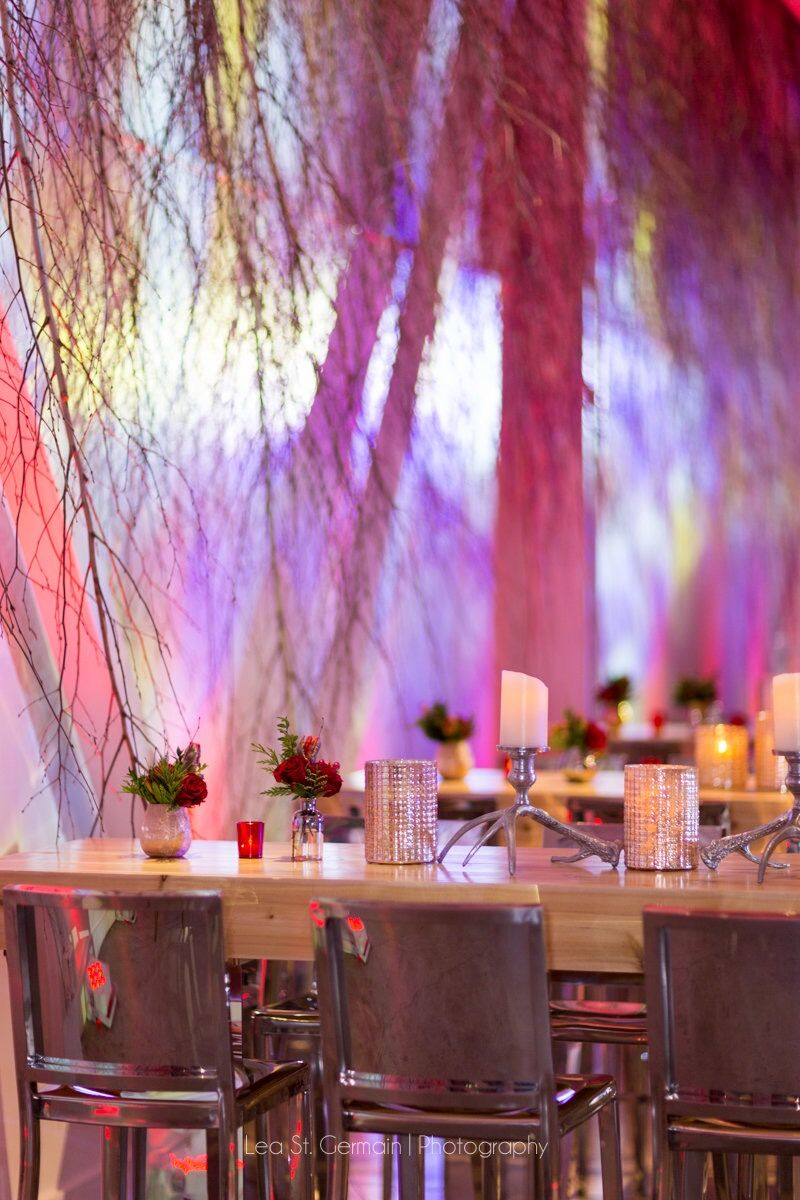 flou(-e)r_specialty_floral_events_holiday_decorating_unique_lea_st_germaine
