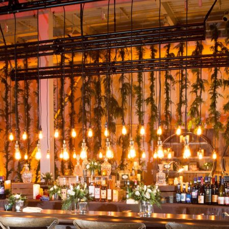 flou(-e)r_specialty_floral_events_modern_event_design_holiday_garland