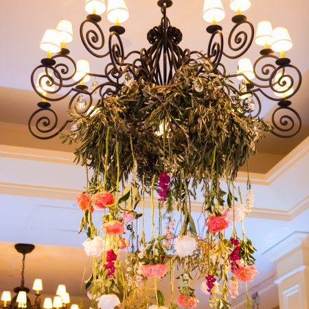 flou(-e)r_specialty_floral_events_wedding_flower_chandelier