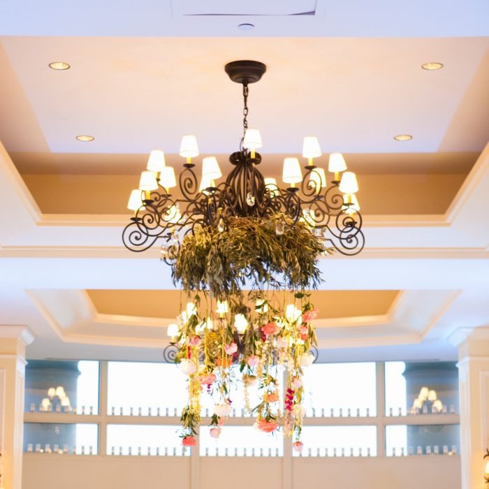 flou(-e)r_specialty_floral_events_wedding_trends_Boston_flower_chandelier_allegro_photography