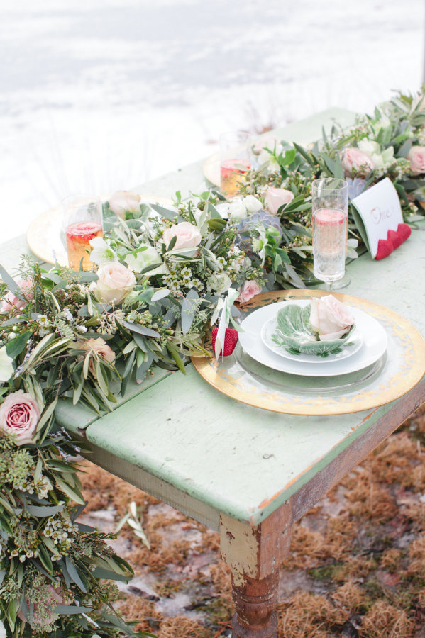 Snowy Mint & White Wedding Inspiration