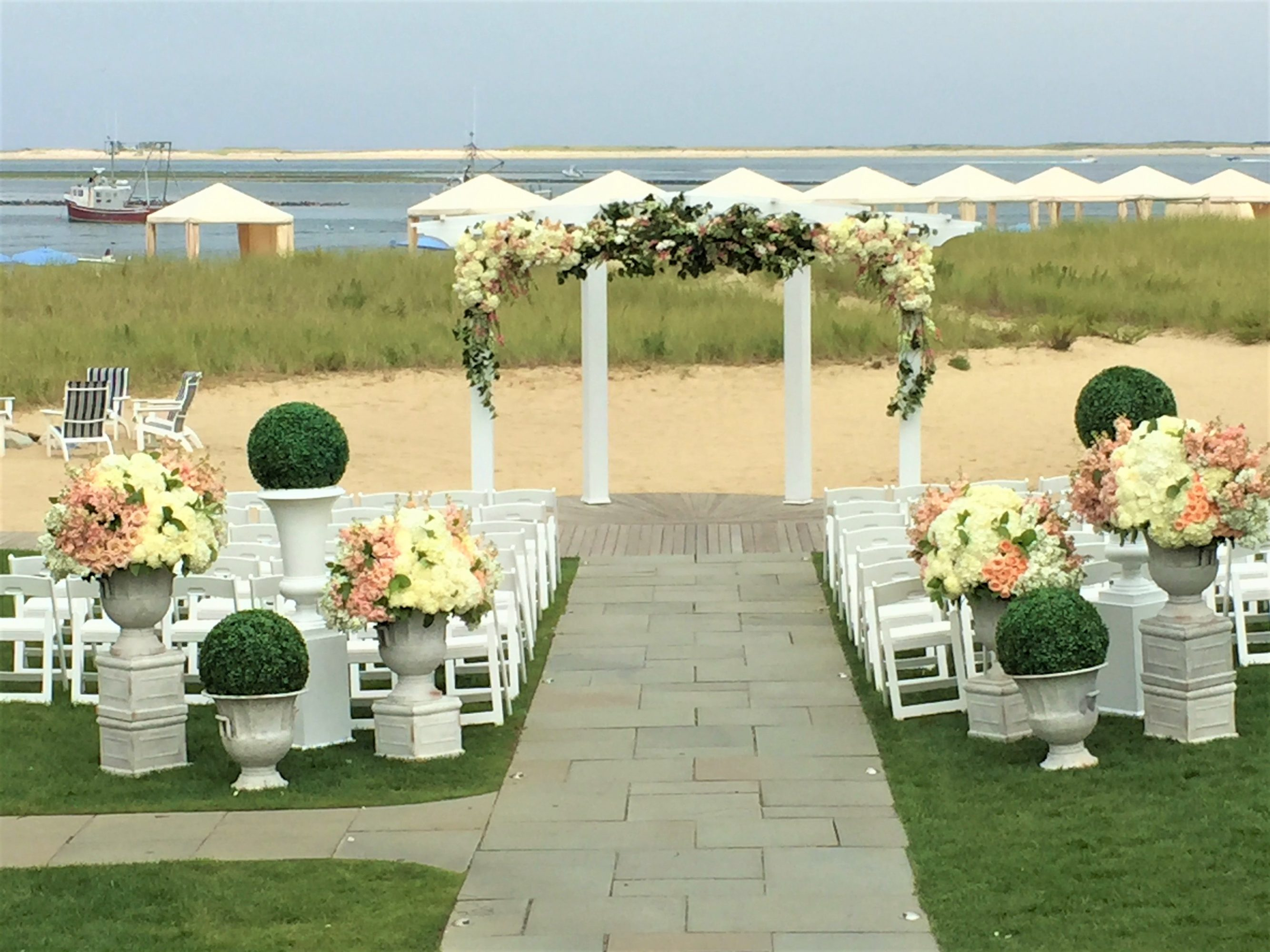 Flou(-e)r_Specialty_Floral_Events_Beach_Wedding