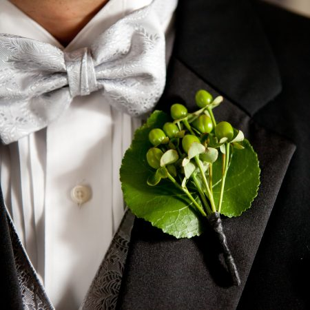 flou(-e)r_specialty_floral_events_Alicia_Schneider_Photography_wedding_Boutonnière