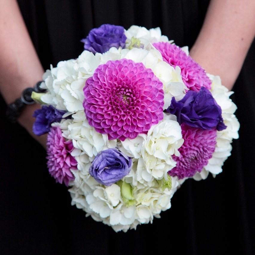 flou(-e)r-specialty-floral-events-spring-dahlia-bouquet
