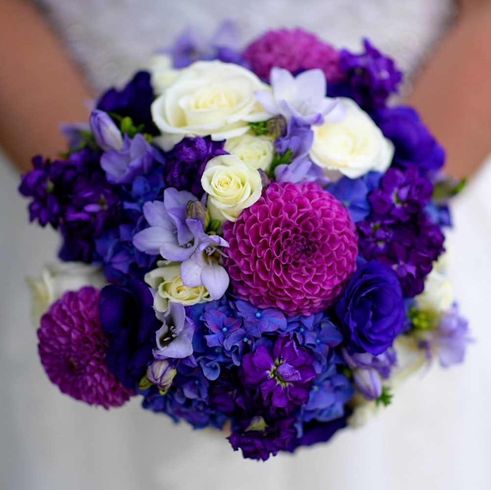 flou(-e)r-specialty-floral-events-summer-dahlia-bouquet