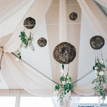 flou(-e)r_specialty_floral_events_hanging_floral_installation_wedding_tent