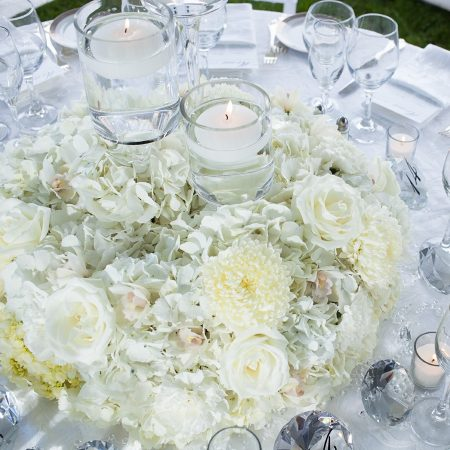 flou(-e)r_specialty_floral_events_floating_candles_wedding