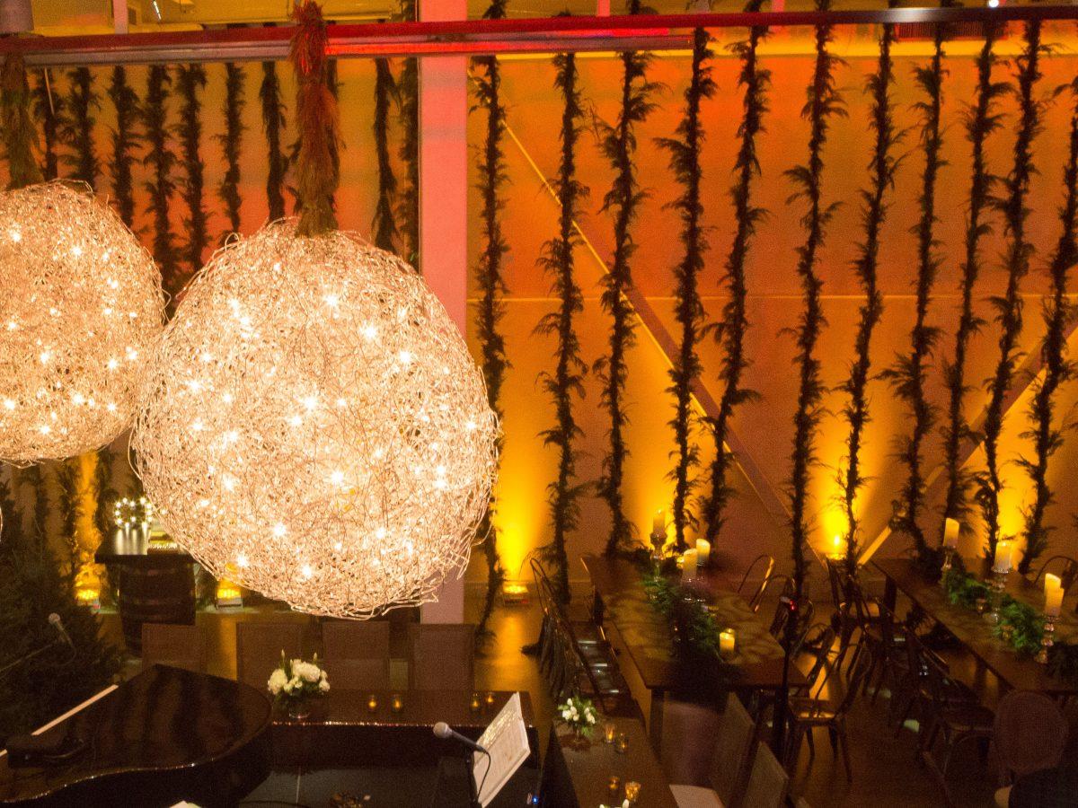 flou(-e)r_specialty_floral_events_modern_event_design_greens