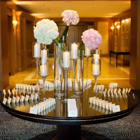 flou(-e)r_specialty_floral_events_minimalist_wedding_style_florals
