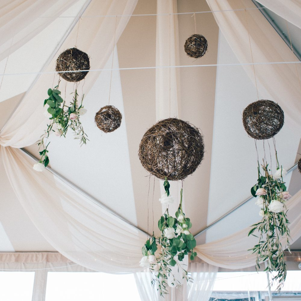 flou(-e)r_specialty_floral_events_wedding_trends_hanging_flower_installation_Boston