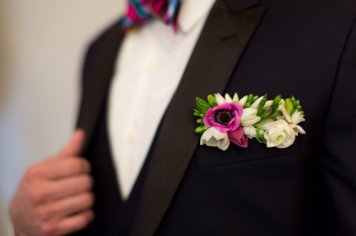 flour_specialty_floral_events_boston_wedding_flowers_boutonniere_style_modern_Emily_leis_Photography