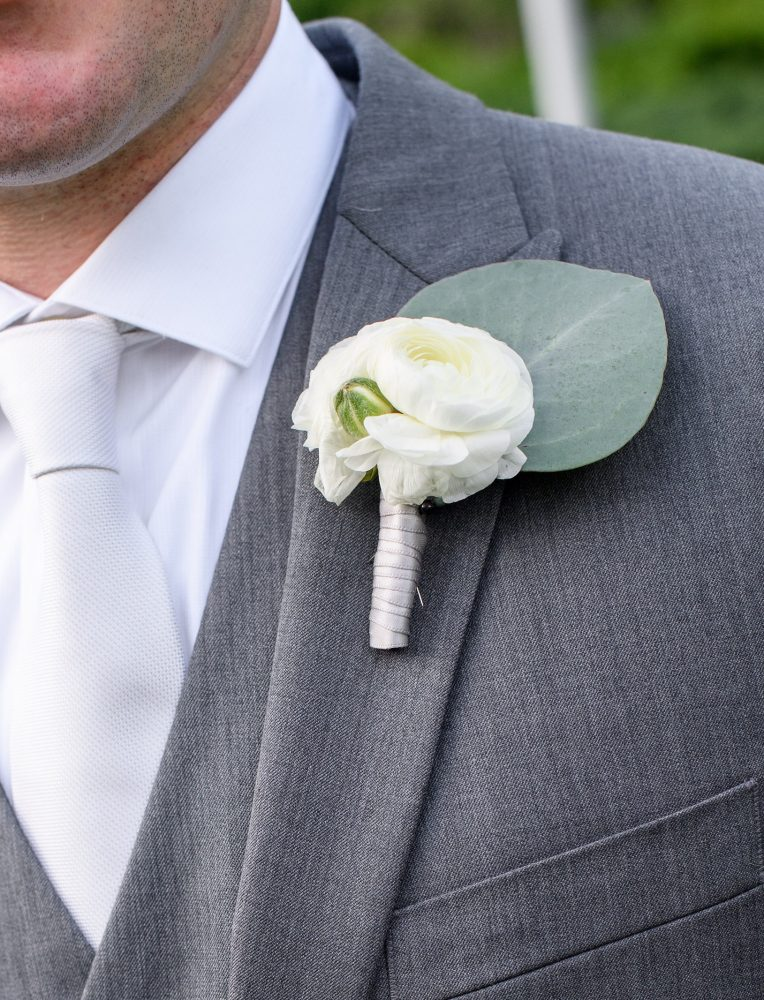 flour_specialty_floral_events_boston_wedding_flowers_boutonniere_style_modern_Ned_Jackson_Photography