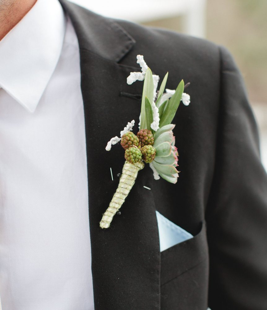 flour_specialty_floral_events_boston_wedding_flowers_boutonniere_style_rustic_Carly_Michelle_Photography